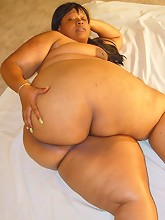 Jazzy Bell shows off her ASSets